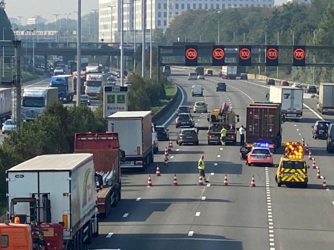Aanschuiven op Antwerpse Ring richting Gent door ongevallen in Borgerhout en Wommelgem
