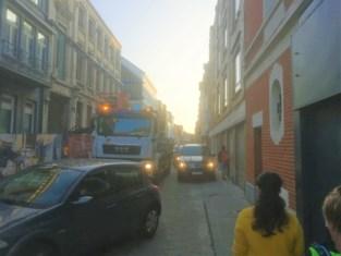 """Chaos in de Oude Vestenstraat: """"Moet er eerst een ongeval gebeuren voor de stad ingrijpt?"""""""