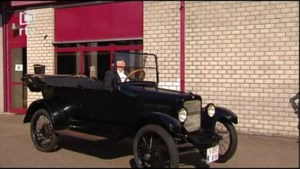 Zelden gezien: 100-jarige oldtimer op autokeuring in Heist
