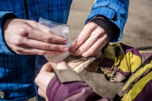 Drugsbende verdient tienduizenden euro aan handel: tot vier jaar cel geëist