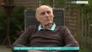 """Man (75) hangt droevige poster aan raam na overlijden van vrouw: """"De stilte is een ondraaglijke marteling"""""""