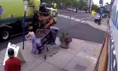"""Vrouw op bankje meegesleurd door vuilniswagen: """"Bam! En plots werd ik op straat gegooid"""""""