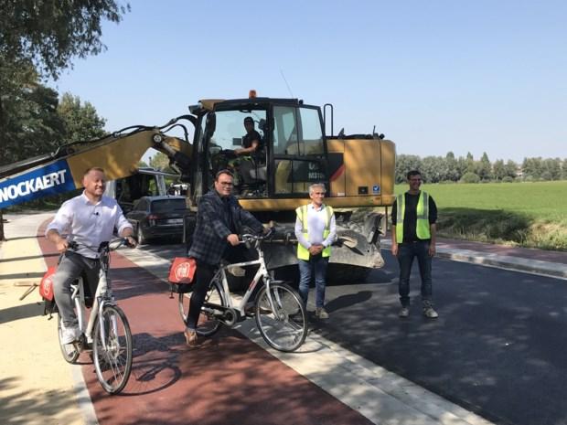 Overzetweg na vijf maanden werken weer open: fietsers kunnen nu veilig van en naar Bissegem