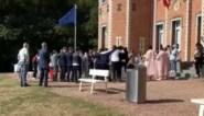 Alarmfase drie is amper afgekondigd of bruiloftsgasten breken alle coronaregels met dol dansje voor gemeentehuis