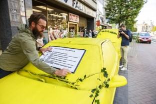 """Begroeide spookauto's op Turnhoutsebaan: """"Op één zo'n parkeervak kan je acht fietsen zetten"""""""