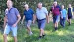 SOS wandelt langs fruitplantages