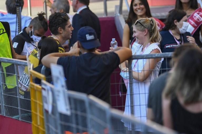 """Sarah De Bie over haar """"heel vreemd"""" bezoek aan Wout van Aert in de Tour: """"Dat was voor hem ook heel moeilijk"""""""