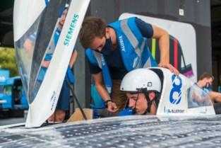 """Ruben (21) aan stuur van zonnewagen op Europees Kampioenschap: """"Het wordt spannend"""""""