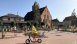 Kinderen Sint-Jan ravotten op kerkplein voor Strapdag
