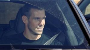 Touchdown in Londen: Gareth Bale lacht de tanden bloot bij terugkeer naar Tottenham