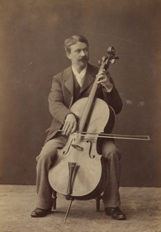 Zelfs de gemeenteraadsleden uit zijn eigen stad kennen de cellist niet, maar plots is er in Halle een Edouard Jacobserf