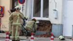 Leegstaande woning dreigt in te storten nadat auto ertegen crasht
