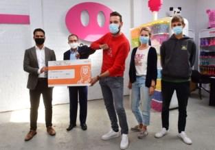 Sushi King schenkt 1.000 euro aan Feestvarken vzw