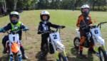 """Kinderen leren stapsgewijs motorcrossen: """"Later wil ik bij de groten rijden"""""""