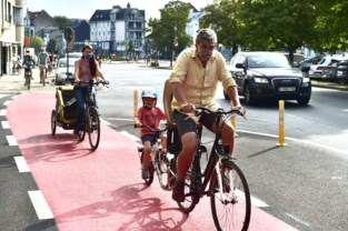 """Fiersersbond rijdt fietspad Schuttersvest officieel in: """"Het is nu wachten op een plan voor een fietsring"""""""