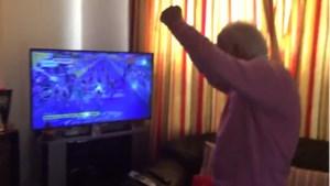 """Vreugde bij 89-jarige grootvader van Sam Bennett: """"Come on, Sammy!"""""""