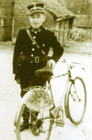 Uniform van oud-veldwachter Louis Degeest herontdekt