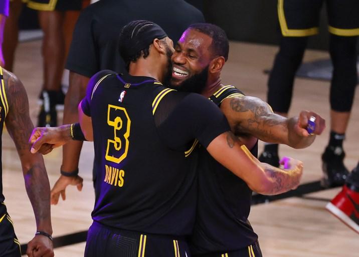At the buzzer: Anthony Davis schenkt Lakers dubbele voorsprong in de slotseconde