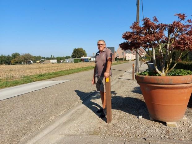 """""""Tractorsluis in Beekstraat verplaatst het sluipverkeer en pakt oorzaak niet aan"""""""