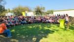 Leefschool Eikenkring opent buitenforum én zwaait begeleidster Bettina uit