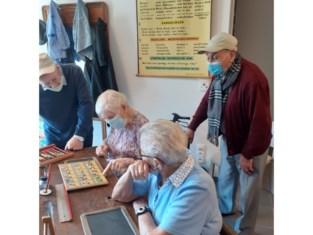 Beleeftheater voert bewoners Sint-Lenaartshof terug naar hun schooltijd