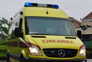 Motorfietser lichtgewond na klap tegen signalisatiebord