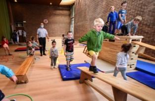 """Leerlingen Parkwijk krijgen turnles in zijbeuk van kerk: """"Er hangt een fijne, huiselijke sfeer"""""""
