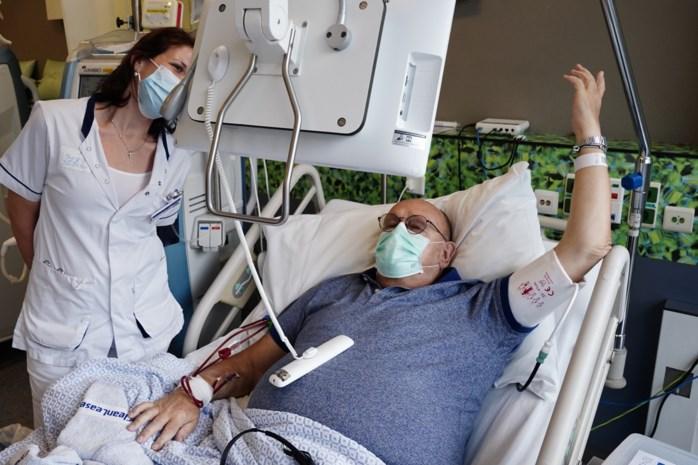 """Meezingen vanop het ziekenhuisbed: """"Heel wat leuker dan drie uur kruiswoordraadsels"""""""