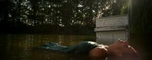 Nell belandt met haar piano in woelige wateren van De Wouwer (voor een videoclip)