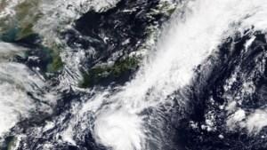 Tyfoon Dolphin op weg naar Japan: hevige regen en sterke wind