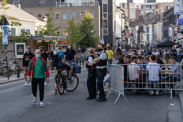 Veel politie, een streaker en afgezette terrassen: Overpoort minder druk dan maandag