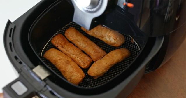 Hilariteit om Nederlandse jongeren die tijdens straftijd op school ontbijt maken met airfryer