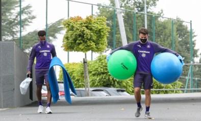 Niet douchen, alles buiten en een lunchpakket: strenge coronaregels voor Anderlecht, maar match tegen Eupen wordt (nog) niet uitgesteld