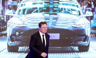 """Tesla belooft betaalbare auto die helft verder kan op batterij: """"Begin van einde voor klassieke auto"""""""