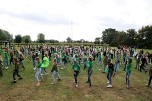 Leerlingen van Sint-Teresia dansen het feestjaar in
