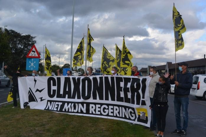 """Vlaams Belang Wetteren voert actie langs E40: """"Claxonneren tegen Vivaldi"""""""