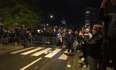 Corona?  Charleroi-supporters troepen samen na Europese zege… en directeur Mehdi Bayat doet mee