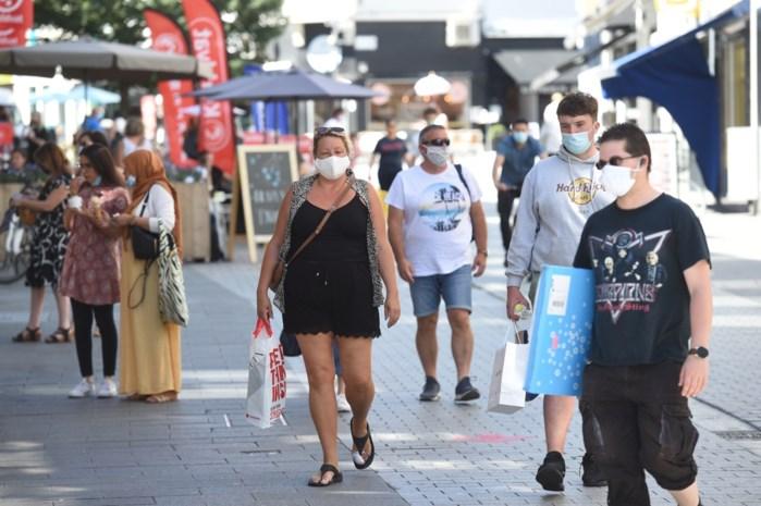 Mondmaskers niet meer altijd dragen, je moet ze wel nog op zak hebben