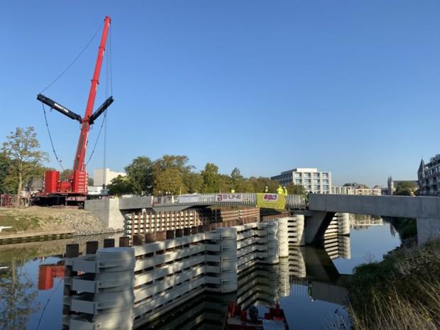 Brielpoortbrug verbindt parking met winkelhart (maar het is nog even wachten om ze te gebruiken)