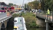 Lijnbus wijkt uit voor brandweer en belandt in Brugse vaart