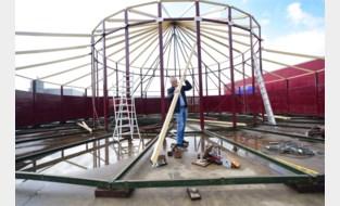 """Spiegeltentenbouwer tankt frisse moed: """"Voor het eerst sinds maart weer aan het opbouwen"""""""