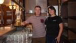 """Steven en Annelies nemen oudste café van Ninove over: """"Wees gerust, aan de ziel van de zaak veranderen we niks""""<BR />"""