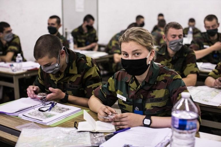 Nu ook echt soldaat: Elisabeth krijgt blauwe muts