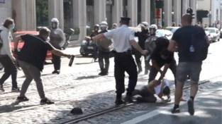 Onderzoek naar fotograaf die traangas spuit op betoger en naar politiechef die er niet tegen optreedt