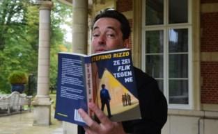 """Wijkagent schrijft schelmenroman over… wijkagent: """"Het is fictie overgoten met een dikke pap erotiek"""""""