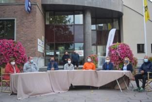 """Oppositie protesteert tegen afgelasting gemeenteraad met vergadering in open lucht: """"We halen dit jaar het wettelijk aantal zittingen niet meer"""""""