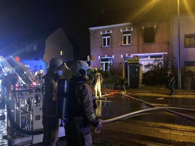 Zware brand in woning vlak bij brandweerkazerne