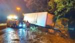 Auto en vrachtwagen in berm op E313 in Zandhoven