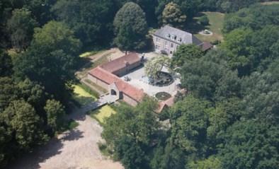 Op zoek naar een historisch domein met kasteel, park en slotgracht? Voor dit prijsje kan het allemaal van jou zijn
