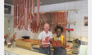 Flamboyante slager is even oud als z'n slagerij, maar Jean-Pierre (65) denkt er stilaan aan om zijn zaak over te laten